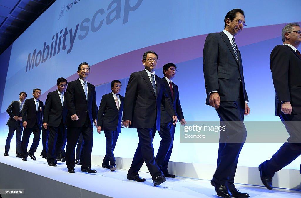 Osamu Masuko president of Mitsubishi Motors Corp third from left Toshiyuki Shiga vice chairman of Nissan Motor Co fourth from left Akio Toyoda...
