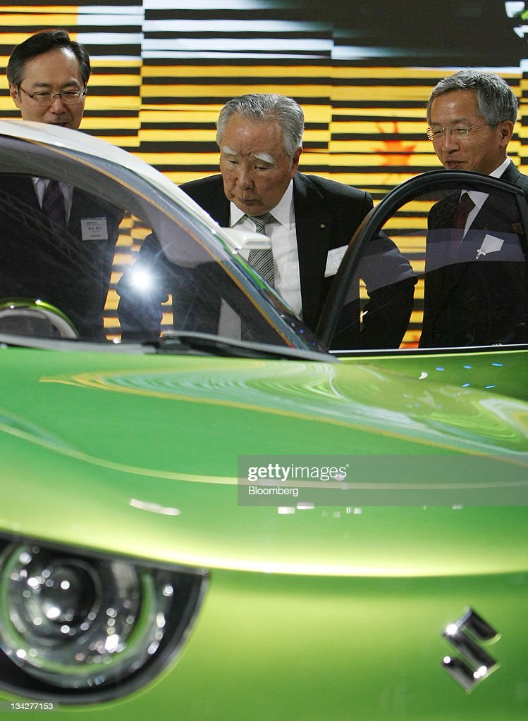 <a gi-track='captionPersonalityLinkClicked' href=/galleries/search?phrase=Osamu+Suzuki&family=editorial&specificpeople=580987 ng-click='$event.stopPropagation()'>Osamu Suzuki</a>, chairman, president and chief executive officer of Suzuki Motor Corp., center, looks at one of the company's vehicles at the Tokyo Motor Show 2011 in Tokyo, Japan, on Wednesday, Nov. 30, 2011. Japanese automakers compete for a dwindling number of local buyers at the show as the domestic market fails to provide a haven from a strong yen that's eroding profits from overseas sales. Photographer: Tomohiro Ohsumi/Bloomberg via Getty Images