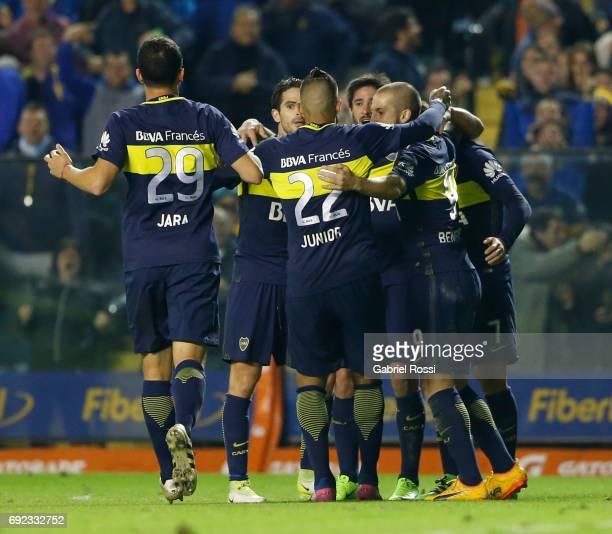 Oscar Benitez of Boca Juniors celebrates with teammates Dario Benedetto Fernando Gago Pablo Perez Cristian Pavon and Leonardo Jara after scoring the...