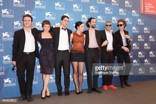 Oscar Boyson a guest Ben Safdie Arielle Holmes Joshua Safdie Sebastian BearMcClard and Caleb Landry Jones attend the 'Heaven Knows What' photocall...