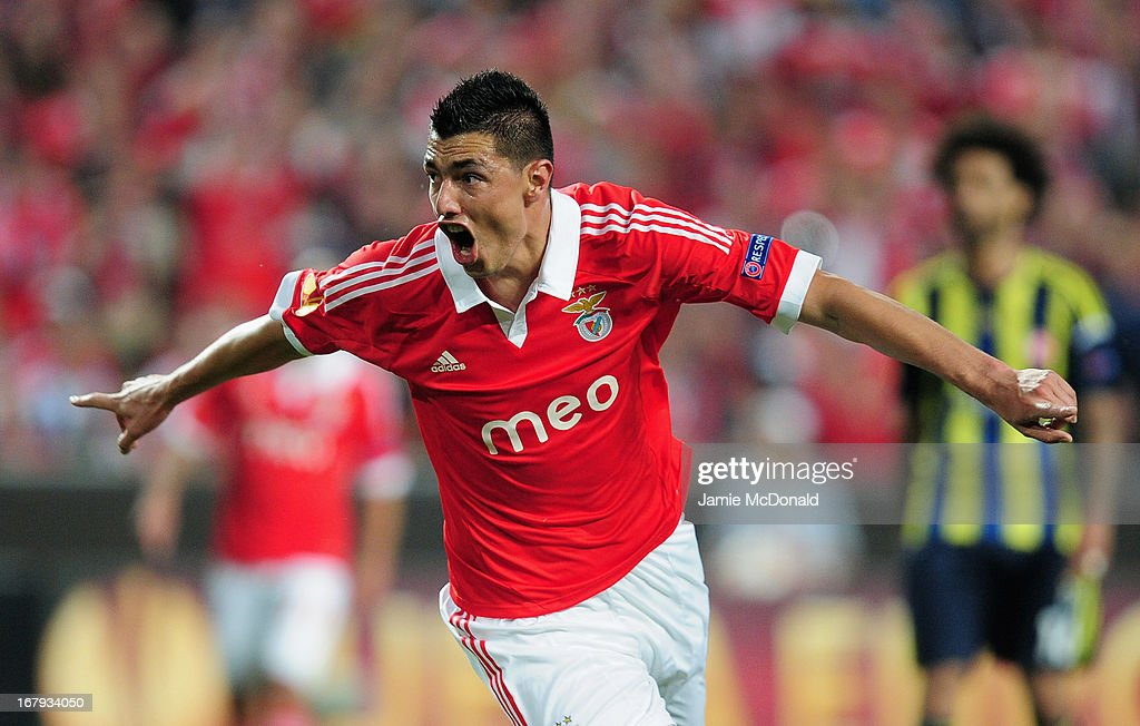 Oscar Cardozo celebrates his goal for Benfica during the UEFA Europa League semi final second leg match between SL Benfica and Fenerbahce SK at the Estadio da Luz on May 2, 2013 in Lisbon, Portugal.