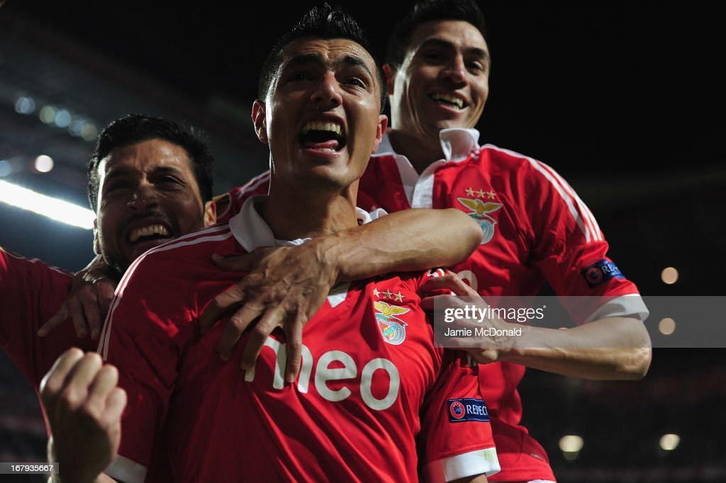 Oscar Cardozo celebrates his winning goal for Benfica during the UEFA Europa League semi final second leg match between SL Benfica and Fenerbahce SK at the Estadio da Luz on May 2, 2013 in Lisbon, Portugal.