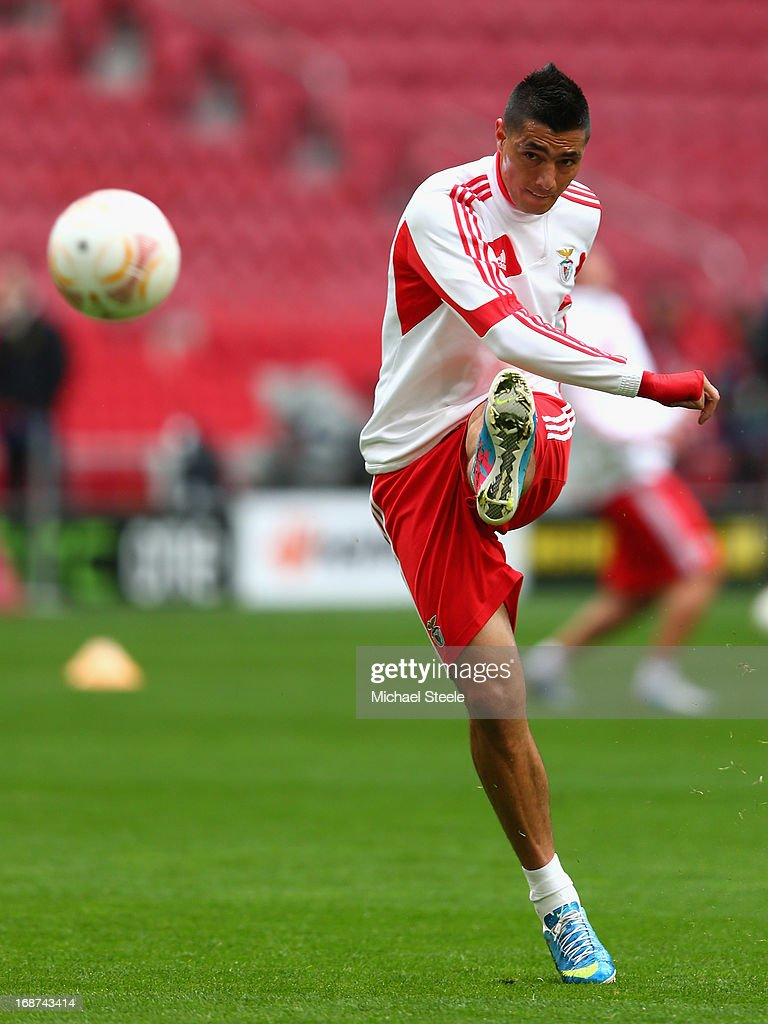 Oscar Cardozo of Benfica kicks the ball during an SL Benfica training session ahead of the UEFA Europa League Final match against Chelsea at the Amsterdam Arena on May 14, 2013 in Amsterdam, Netherlands.