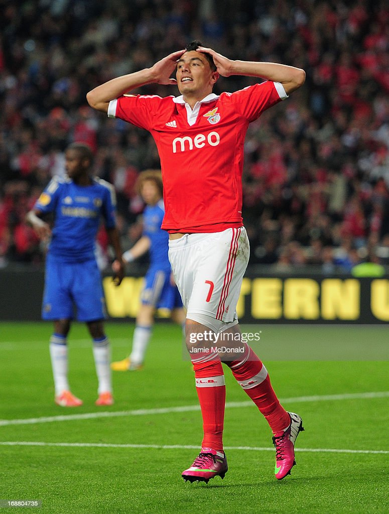 <a gi-track='captionPersonalityLinkClicked' href=/galleries/search?phrase=Oscar+Cardozo&family=editorial&specificpeople=2080093 ng-click='$event.stopPropagation()'>Oscar Cardozo</a> of Benfica reacts after his goal was disallowed for offside during the UEFA Europa League Final between SL Benfica and Chelsea FC at Amsterdam Arena on May 15, 2013 in Amsterdam, Netherlands.