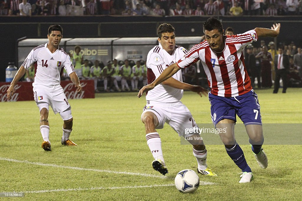 Oscar Cardozo (L) of Paraguay, Alexander Gonzalez (C) and Franklin Lucena of Venezuela fight for the ball during a match between Paraguay and Venezuela as part of the South American Qualifiers for the FIFA Brazil 2014 World Cup at the Estadio Defensores del Chaco on September 11, 2012 in Asunción, Paraguay.