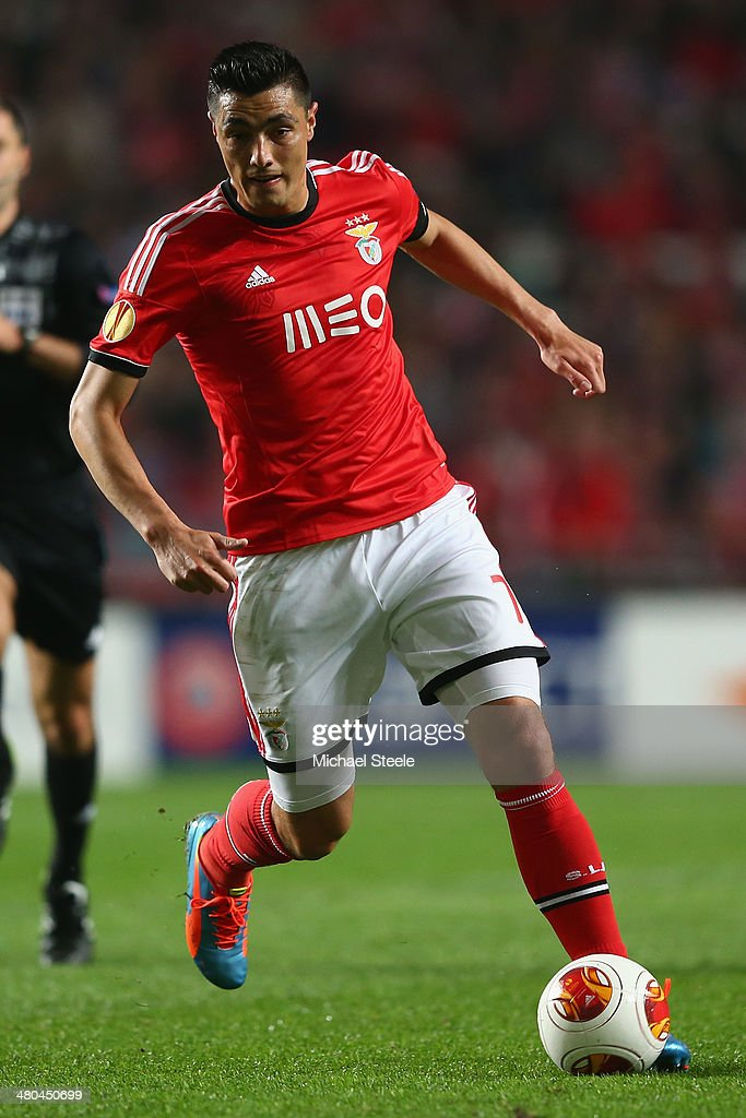<a gi-track='captionPersonalityLinkClicked' href=/galleries/search?phrase=Oscar+Cardozo&family=editorial&specificpeople=2080093 ng-click='$event.stopPropagation()'>Oscar Cardozo</a> of SL Benfica during the UEFA Europa League Round of 16 2nd leg match between SL Benfica and Tottenham Hotspur at Estadio da Luz on March 20, 2014 in Lisbon, Portugal.