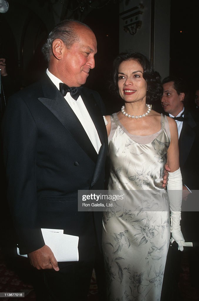 Oscar de la Renta and Bianca Jagger during Fundraising Gala for Hispanic Foundation of New York City March 2 1995 at Plaza Hotel in New York City New...