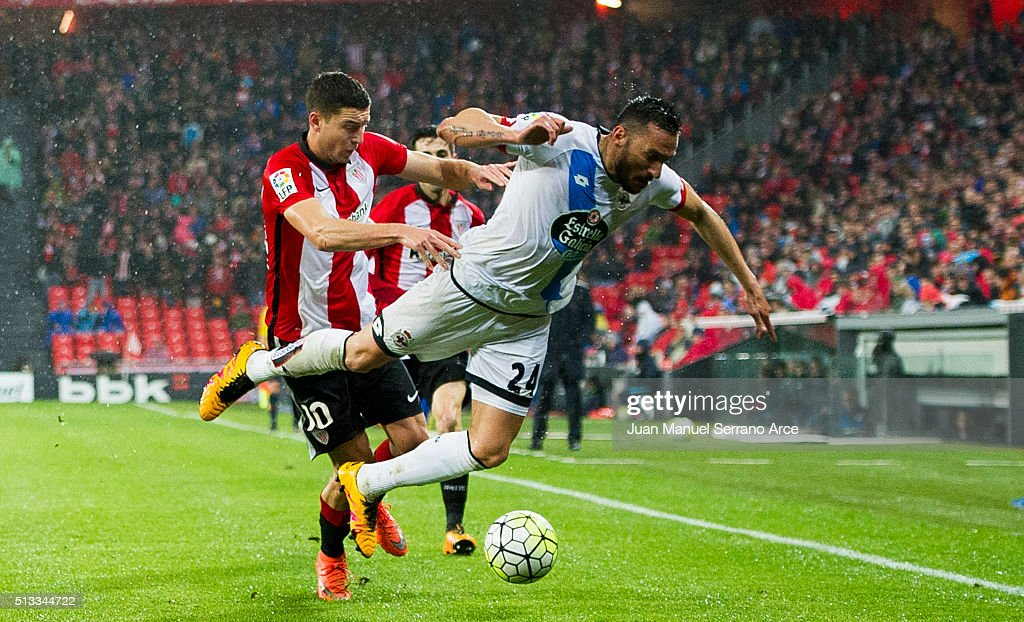 Oscar De Marcos of Athletic Club Bilbao competes for the ball with <a gi-track='captionPersonalityLinkClicked' href=/galleries/search?phrase=Jonas+Gutierrez&family=editorial&specificpeople=771739 ng-click='$event.stopPropagation()'>Jonas Gutierrez</a> of Deportivo La Coruna during the La Liga match between Athletic Club Bilbao and RC Deportivo La Coruna at San Mames Stadium on March 2, 2016 in Bilbao, Spain.