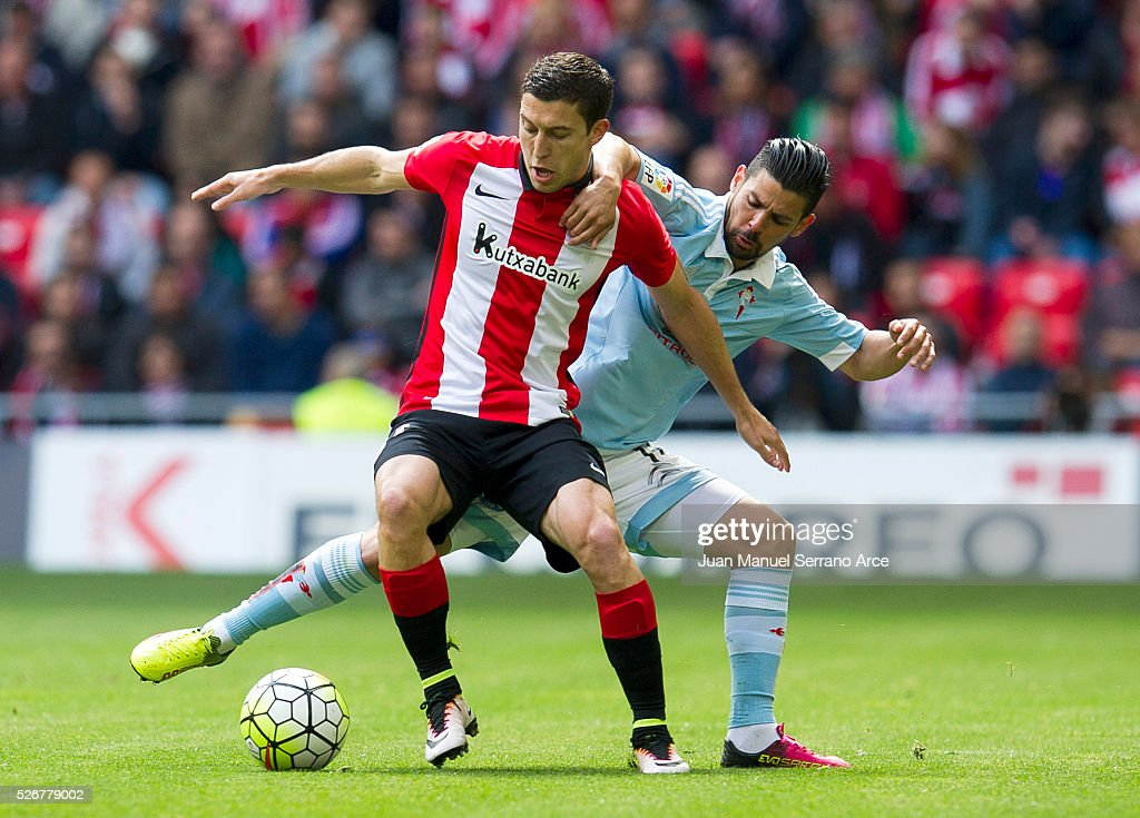 Oscar De Marcos of Athletic Club Bilbao competes for the ball with Nolito of RC Celta de Vigo during the La Liga match between Athletic Club Bilbao and RC Celta de Vigo at San Mames Stadium on May 01, 2016 in Bilbao, Spain.