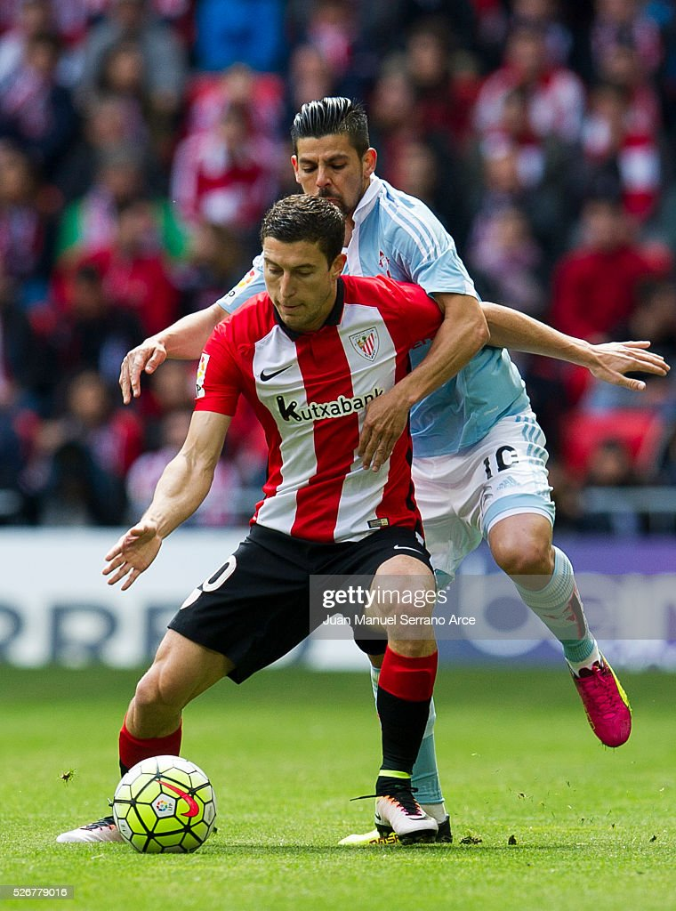Oscar De Marcos of Athletic Club Bilbao competes for the ball with Nolito of RC Celta de Vigo during the La Liga match between Athletic Club Bilbao and RC Celta de Vigo at San Mames Stadium on May 01, 2016 in Bilbao, .