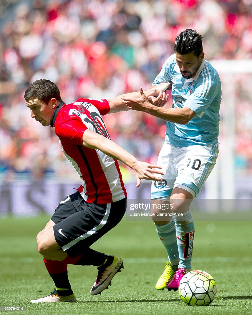 Oscar De Marcos of Athletic Club Bilbao competes for the ball with Nolito of RC Celta de Vigo during the La Liga match between Athletic Club Bilbao and RC Celta de Vigo at San Mames Stadium on May 01, 2016 in Bilbao, Spain.