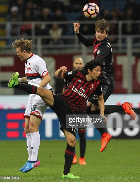 Oscar Hiljemark of Genoa CFC competes for the ball with Mati Fernandez nd Manuel Locatelli aof AC Milan during the Serie A match between AC Milan and...
