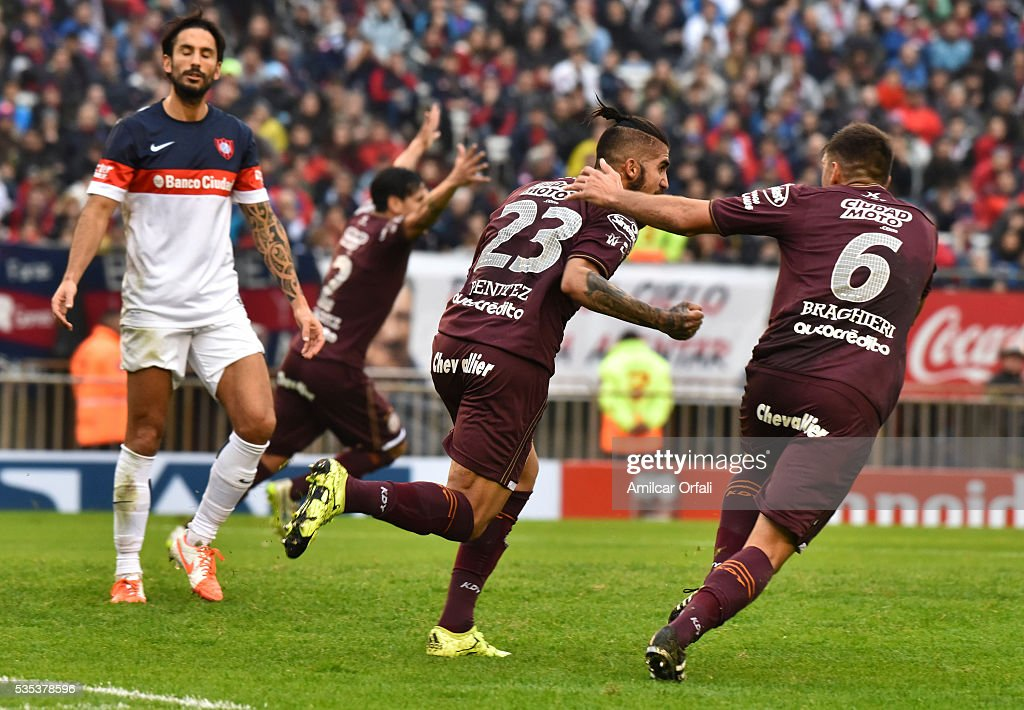 Oscar Junior Benitez of Lanus celebrates with teammates after scoring the opening goal during a final match between San Lorenzo and Lanus as part of Torneo Transicion 2016 at Monumental Stadium on May 29, 2016 in Buenos Aires, Argentina.