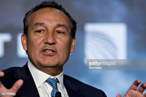 Oscar Munoz chief executive officer of United Continental Holdings Inc speaks during a discussion at the US Chamber of Commerce aviation summit in...