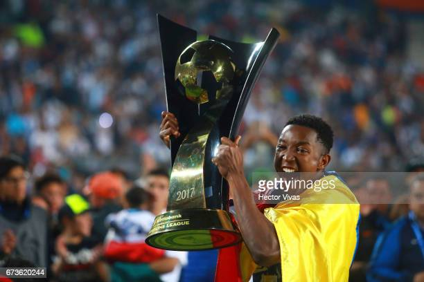 Oscar Murillo of Pachuca lifts the trophy to celebrate after winning the Final second leg match between Pachuca and Tigres UANL as part of the...