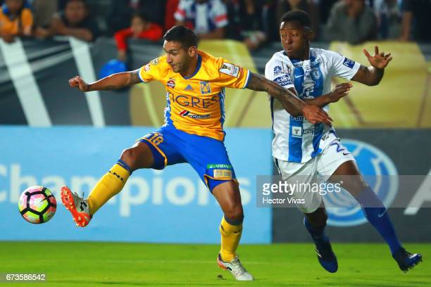 Oscar Murillo of Pachuca struggles for the ball with Ismael Sosa of Tigres during the Final second leg match between Pachuca and Tigres UANL as part...