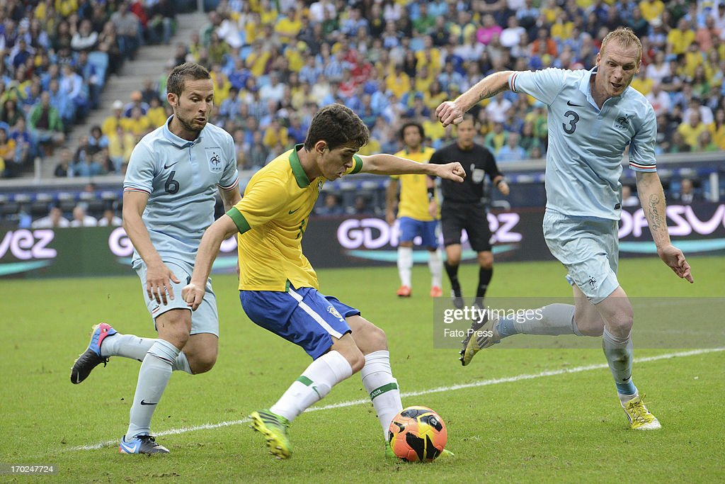 Oscar of Brasil fights for the ball during the friendly match between Brasil and France on June 09, 2013 in Porto Alegre, Brasil