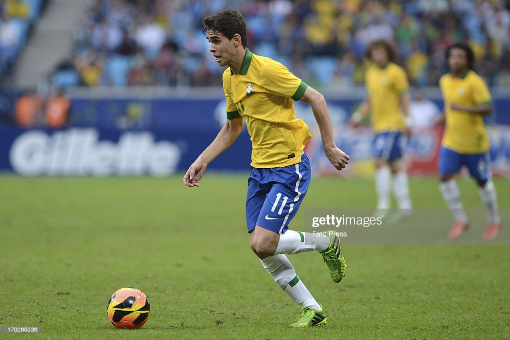 Oscar of Brasil runs for the ball during the friendly match between Brasil and France on June 09, 2013 in Porto Alegre, Brasil