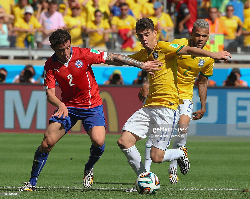 Oscar of Brazil and <a gi-track='captionPersonalityLinkClicked' href=/galleries/search?phrase=Eugenio+Mena&family=editorial&specificpeople=5900221 ng-click='$event.stopPropagation()'>Eugenio Mena</a> of Chile compete for the ball during the 2014 FIFA World Cup Brazil round of 16 match between Brazil and Chile at Estadio Mineirao on June 28, 2014 in Belo Horizonte, Brazil.