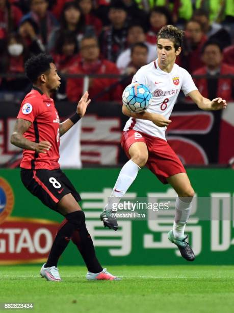 Oscar of Shanghai SIPG and Rafael Da Silva of Urawa Red Diamonds compete for the ball during the AFC Champions League semi final second leg match...