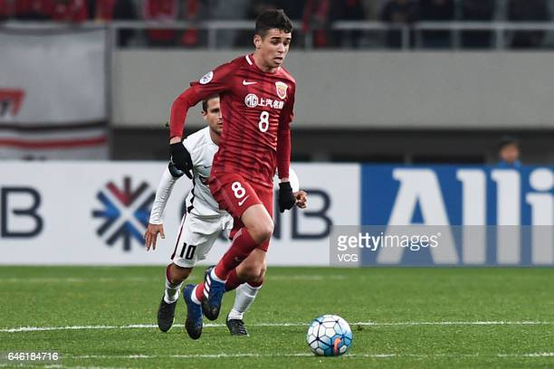 Oscar of Shanghai SIPG drives the ball during the AFC Champions League 2017 Group F match between Shanghai SIPG and Western Sydney Wanderers at...