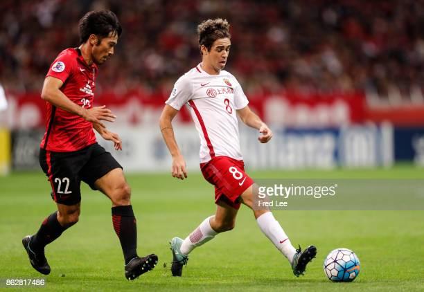 Oscar of Shanghai SIPG follows the ball ABE Yuki of Urawa Red Diamonds during the AFC Champions League semi final second leg match between Urawa Red...