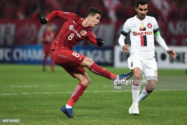 Oscar of Shanghai SIPG scores his team's second goal during the AFC Champions League 2017 Group F match between Shanghai SIPG and Western Sydney...