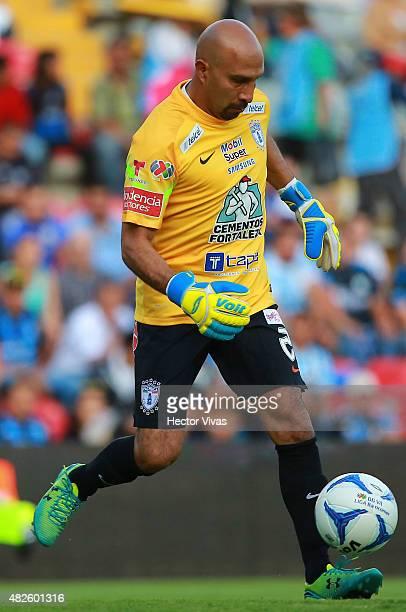 Oscar Perez of Pachuca drives the ball during a 2nd round match between Queretaro and Pachuca as part of the Apertura 2015 Liga MX at La Corregidora...