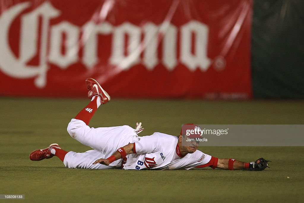 Oscar Robles of Diablos Rojos del Mexico in action during the playoffs of Mexican Baseball League 2010 against Saraperos del Saltillo at the Foro Sol Stadium on July 29, 2010 in Mexico City, Mexico.