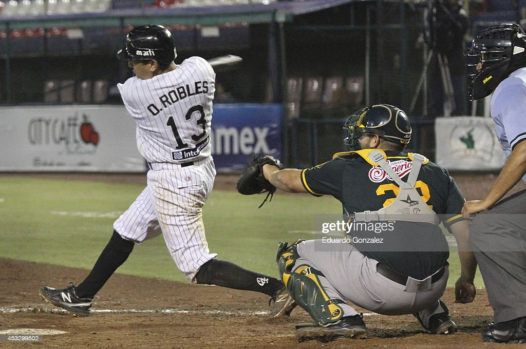 <a gi-track='captionPersonalityLinkClicked' href=/galleries/search?phrase=Oscar+Robles&family=editorial&specificpeople=240426 ng-click='$event.stopPropagation()'>Oscar Robles</a> of Guerreros swings the ball during a match between Olmecas de Tabasco and Guerreros de Oaxaca as part of the Mexican Baseball League 2014 at Eduardo Vasconcelos Stadium on August 06, 2014 in Oaxaca, Mexico.