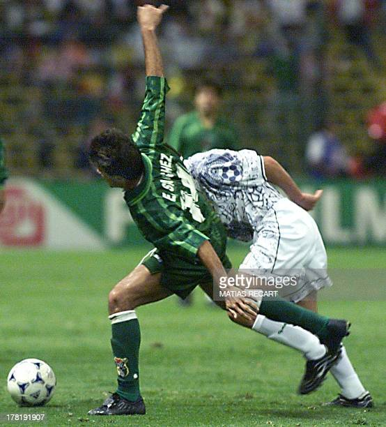 Oscar Sanchez of Bolivia tries to take the ball from Claudio Suarez of Mexico 29 July 1999 Oscar Sanchez de Bolivia busca la pelota ante la marca de...