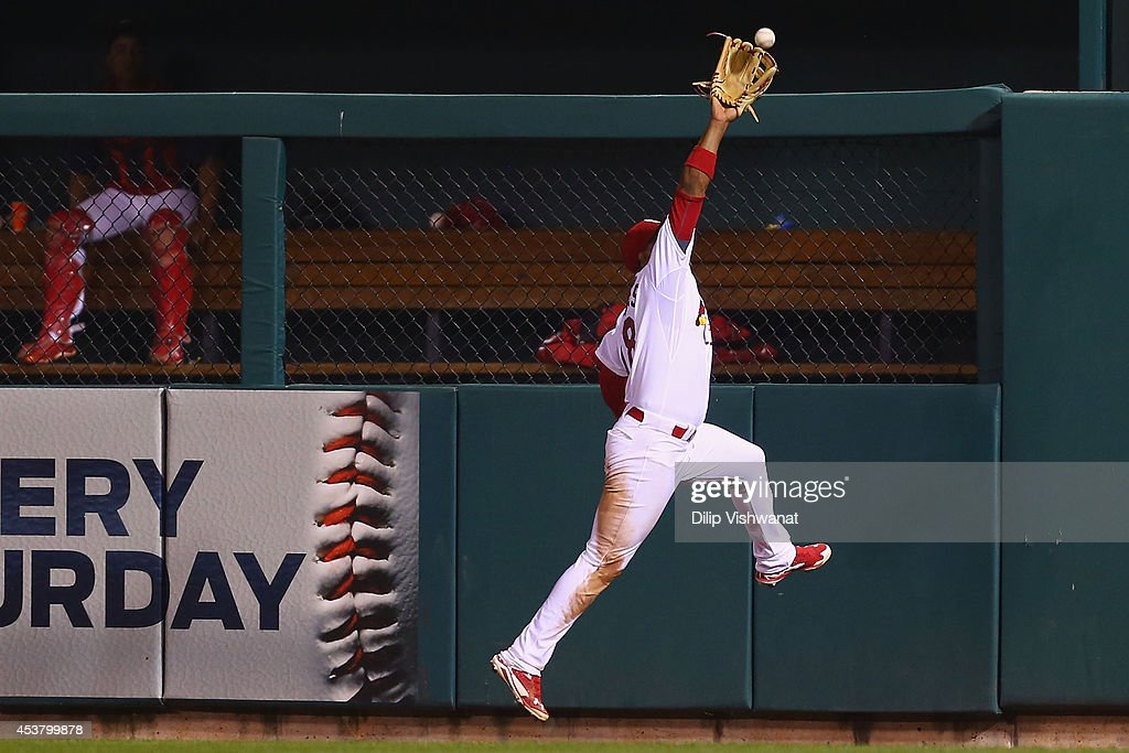 Oscar Taveras #18 of the St. Louis Cardinals makes a catch against the Cincinnati Reds in the eighth inning at Busch Stadium on August 18, 2014 in St. Louis, Missouri. The Cardinals beat the Reds in 10 innings.