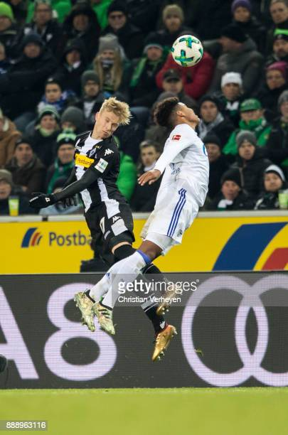 Oscar Wendt of Borussia Moenchengladbach and Weston McKennie of FC Schalke 04 battle for the ball during the Bundesliga match between Borussia...
