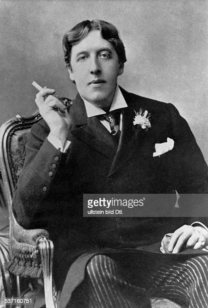 Oscar Wilde Oscar Wilde Writer Ireland / Great Britain portrait with cigarette around 1880