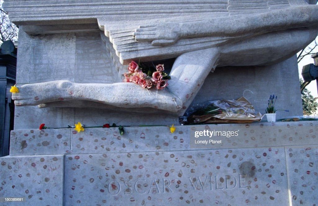 Oscar Wilde's tomb at Cimetiere du Pere Lachaise. : Stock Photo