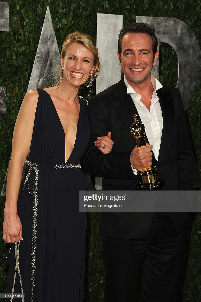 Oscar winner Jean Dujardin (R) poses with Alexandra Lamy (L) during the Vanity Fair Oscar Party Hosted By Graydon Carter at Sunset Tower on February 26, 2012 in West Hollywood, California.