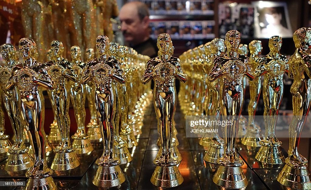 Oscars statuettes are lined up in a local souvenir shop 10 days prior to this year's upcoming Oscars, the 85th Academy Awards, in Hollywood, California, on February 14, 2013. The ceremony is scheduled for February 24, 2013. AFP PHOTO / JOE KLAMAR