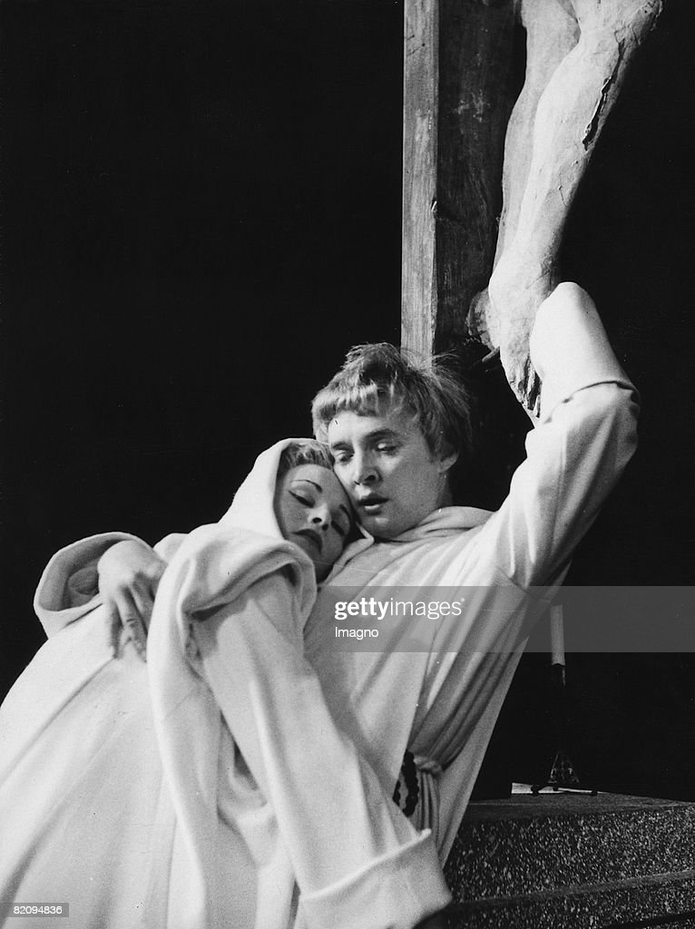 Oskar Werner together with Hilde Mikulicz in 'Don Karlos' Photograph by Foto Schikula Austria Vienna Burgtheater 1955 [Oskar Werner mit Hilde...