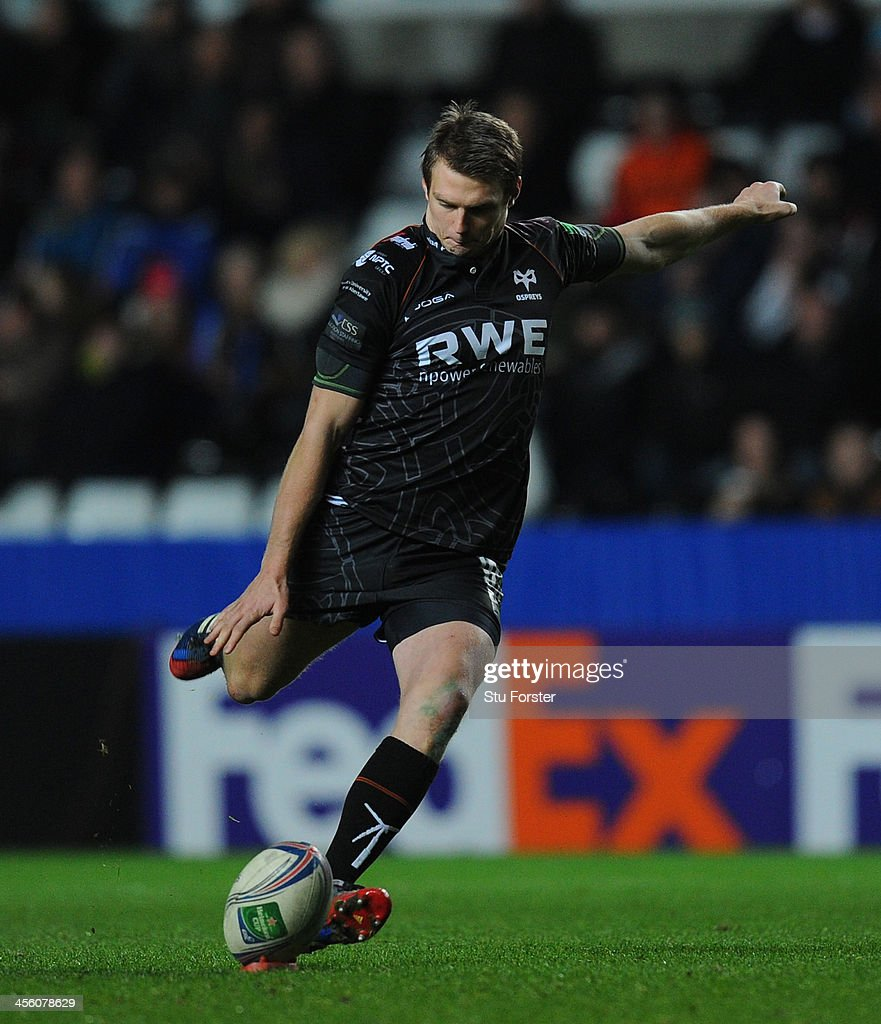 Ospreys kicker <a gi-track='captionPersonalityLinkClicked' href=/galleries/search?phrase=Dan+Biggar&family=editorial&specificpeople=5607224 ng-click='$event.stopPropagation()'>Dan Biggar</a> lands a penalty during the Heineken Cup pool 1 round 4 match between Ospreys and Castres Olympique at Liberty Stadium on December 13, 2013 in Swansea, Wales.