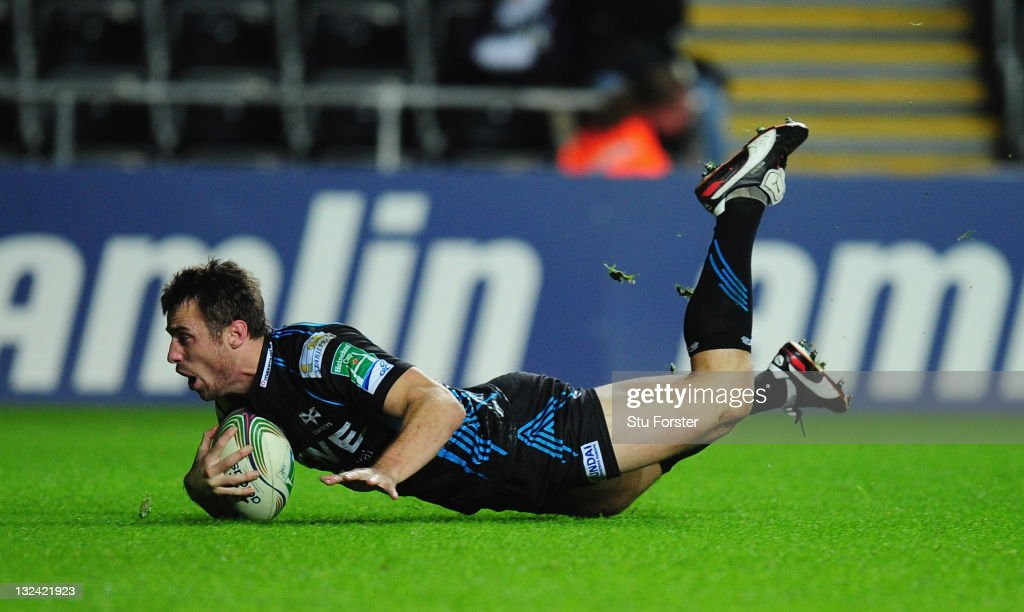 Ospreys wing <a gi-track='captionPersonalityLinkClicked' href=/galleries/search?phrase=Tommy+Bowe&family=editorial&specificpeople=556065 ng-click='$event.stopPropagation()'>Tommy Bowe</a> races to the try line to score during the Heineken Cup pool five match between Ospreys and Biarritz Olympique at Liberty Stadium on November 12, 2011 in Swansea, Wales.