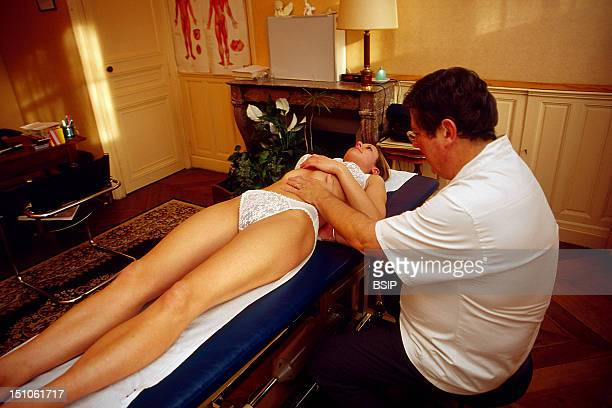 Osteopathy Examination Of Renal Mobility The Kidney Can Descend Ptosis In The Abdomen Due To An Insufficient Suspensor System This May Lead To...