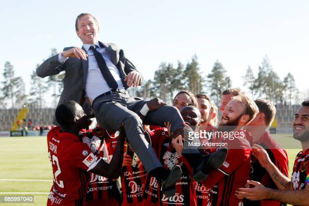 Ostersunds FK celebrates after the victory of the Allsvenskan match between Ostersunds FK and Kalmar FF at Jamtkraft Arena on May 20 2017 in...