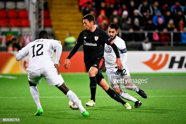 Ostersund's Ken Sema and Brwa Nouri chase Athletic Bilbao's Spanish midfielder Mikel Vesga during the UEFA Europa League group F fotball match...
