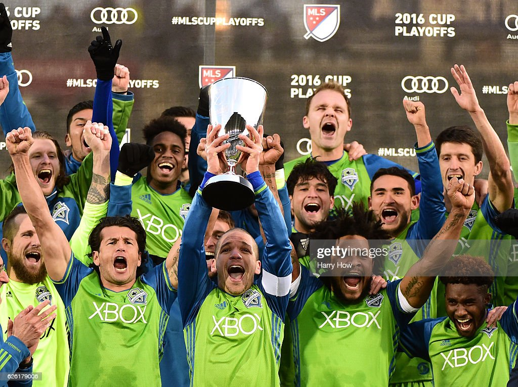 Osvaldo Alonso #6 of Seattle Sounders holds up the MLS Western Conference Trophy after defeating the Colorado Rapids 1-0 at Dick's Sporting Goods Park on November 27, 2016 in Commerce City, Colorado.