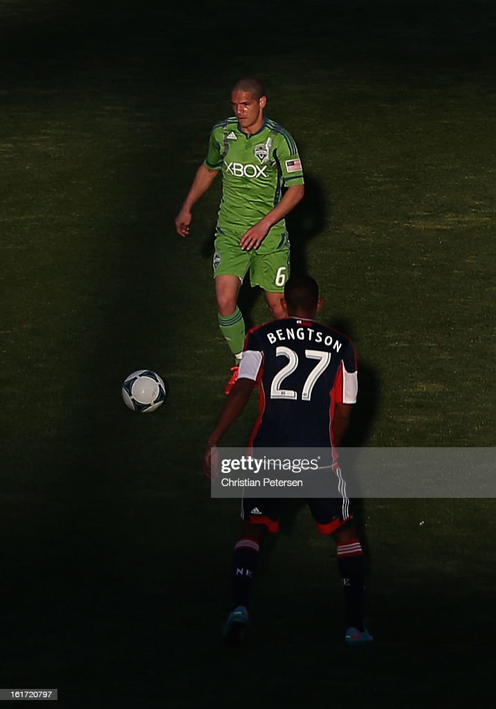 Osvaldo Alonso #6 of the Seattle Sounders handles the ball against <a gi-track='captionPersonalityLinkClicked' href=/galleries/search?phrase=Jerry+Bengtson&family=editorial&specificpeople=6908061 ng-click='$event.stopPropagation()'>Jerry Bengtson</a> #27 of the New England Revolution during FC Tucson Desert Diamond Cup at Kino Sports Complex on February 13, 2013 in Tucson, Arizona. The Sounders defeated the Revolution 2-0.