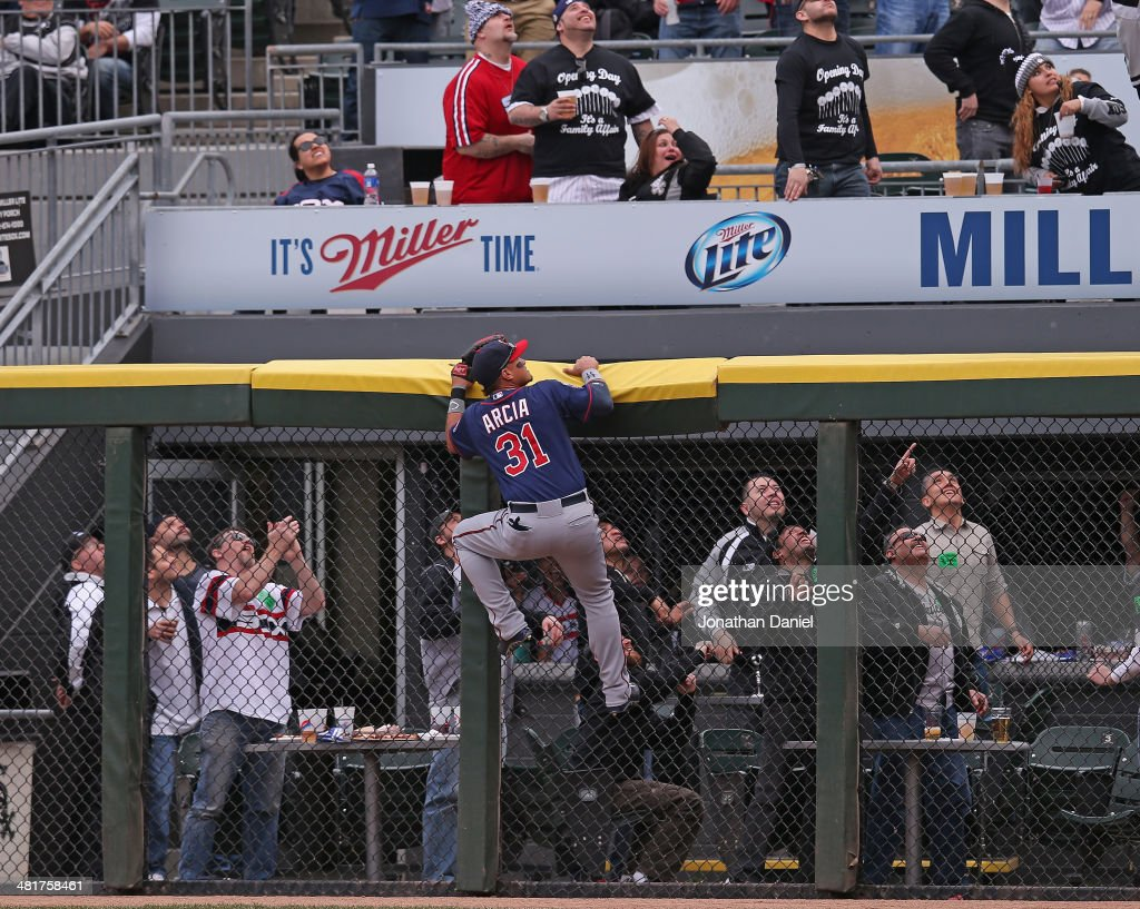 <a gi-track='captionPersonalityLinkClicked' href=/galleries/search?phrase=Oswaldo+Arcia&family=editorial&specificpeople=8948415 ng-click='$event.stopPropagation()'>Oswaldo Arcia</a> #31 of the Minnesota Twins and fans watch as a home run ball hit by Alejandro De Aza of the Chicago White Sox sails out of the park during the Opening Day game at U.S. Cellular Field on March 31, 2014 in Chicago, Illinois.