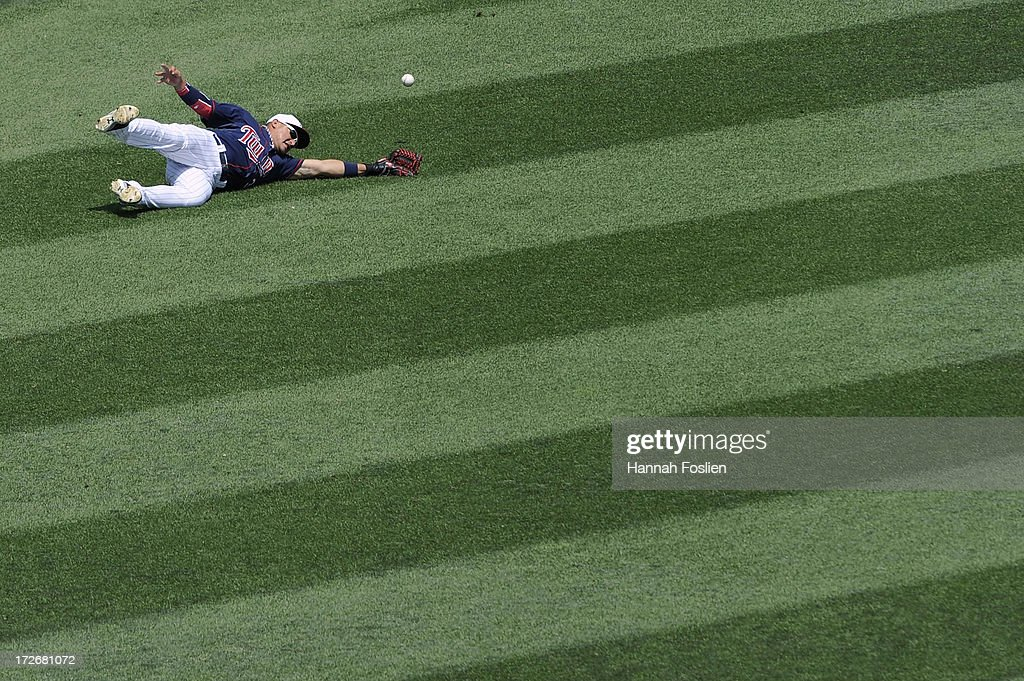Oswaldo Arcia #31 of the Minnesota Twins misses a catch in left field during the third inning of the game against the New York Yankees on July 4, 2013 at Target Field in Minneapolis, Minnesota.