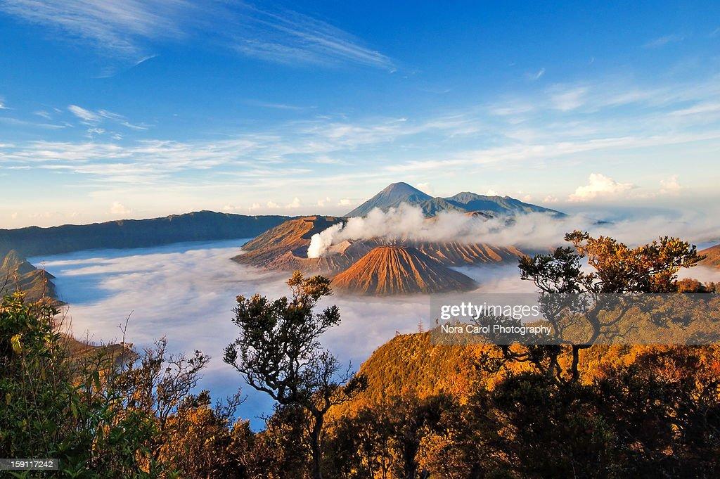 Otherworldy scene of volcanoes at sunrise : Photo