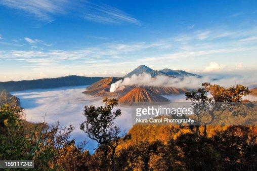 Otherworldy scene of volcanoes at sunrise : Bildbanksbilder