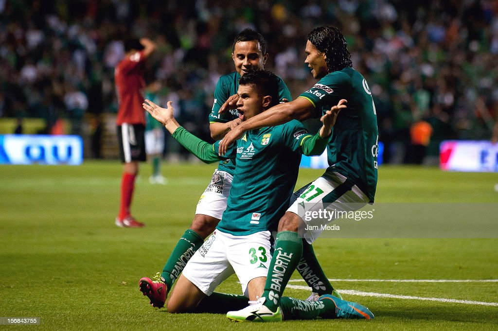 Othoniel Arce (C), Luis Montes (L) and Carlos Pena (R) of Leon, celebrates a scored goal during a semifinal match between Leon and Tijuana as part of the Apertura 2012 Liga MX at Nou Camp Stadium on November 22, 2012 in Leon, Mexico